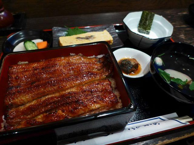 画像1: 本日のランチは東京都中央区日本橋にあるうなぎのお店「うな富」に行きました。久しぶりの東京なので、やっぱり鰻を食べなければなりません(^^こちらのお店は、一般的なお店ではあまり取り扱わないかなり太いうなぎを使っていることで... emunoranchi.com