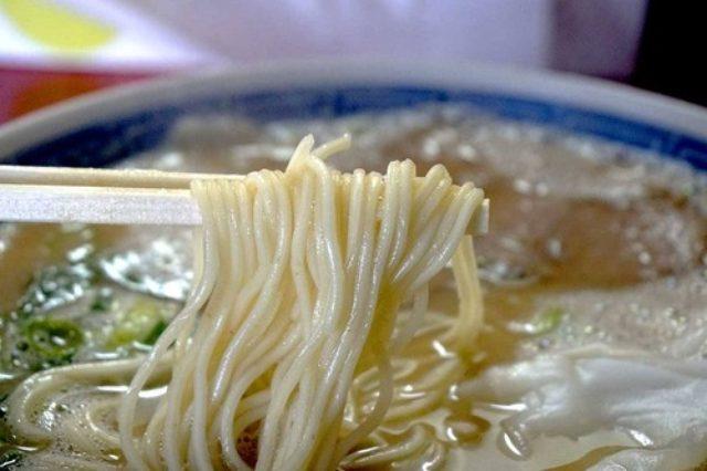 画像: 【福岡】元祖塩だれ豚骨のお店の豚骨ワンタン麺♪@博多 豚十郎