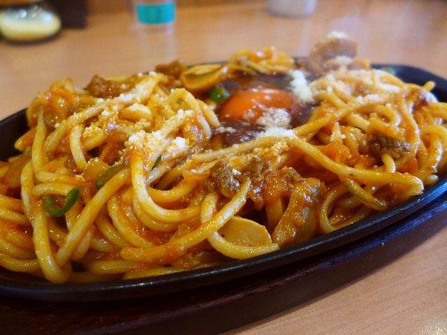 画像1: 本日のランチは新開地にある洋食屋さん「グリル一平」に行きました。三宮と元町にも姉妹店がある人気の洋食屋さんで、かなり以前に「元町店」に行って食べた「イタリアン」がどうしても食べたくなって行ってきました!「スパゲティ・イタ... emunoranchi.com