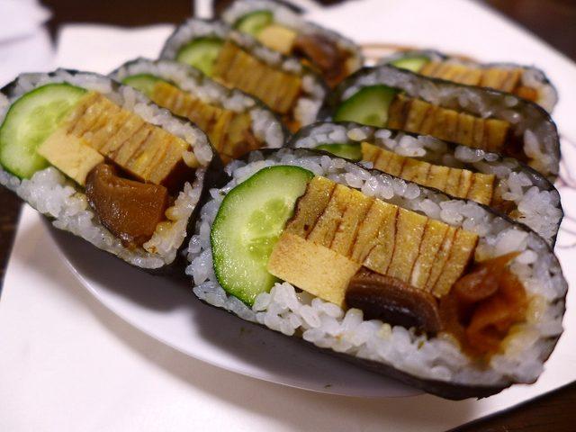 画像1: 憧れの「マイスター工房八千代」の「天船巻きずし」をついにゲットしました(^^兵庫県多可郡という、山の中で販売されている、知る人ぞ知る大人気の巻き寿司です!今まで食べたかったのですが、とにかく遠くて不便であるにもかかわらず... emunoranchi.com
