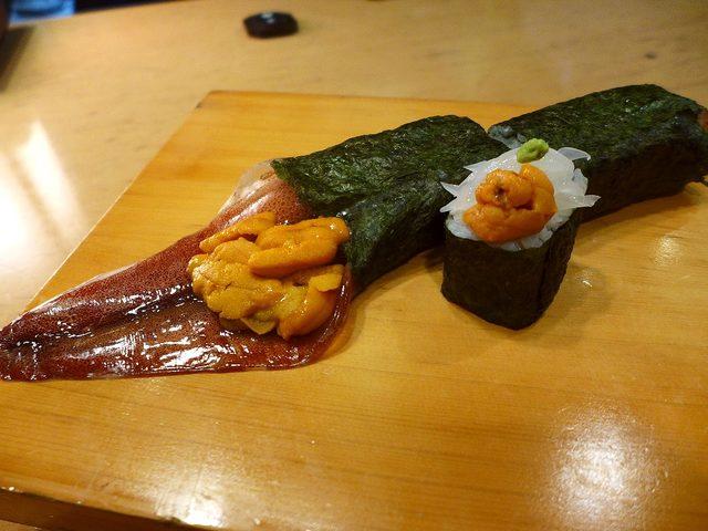 画像1: 豊中市にある和食のお店「遊食遊膳 笹庵」の恵方巻きをいただきました。「泳ぎイカ」が食べられるこのお店では、何と何とそのイカを丸ごと一匹巻いた「泳ぎイカ丸ごと一匹巻き」(5000円)が食べられます!店内のみでテイクアウトは... emunoranchi.com