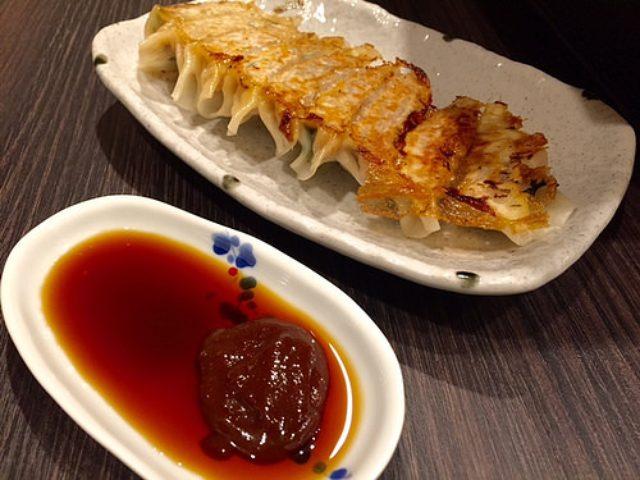 画像: 大阪餃子通信:大阪千日前の呑み屋街にある小さな餃子店『純ちゃん家の手作り餃子』