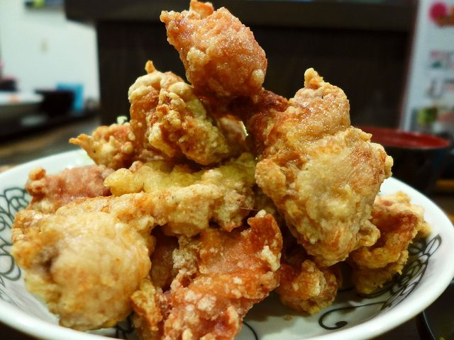 画像1: 本日のランチは西天満にある焼鳥屋さん「渡鳥 西天満総本店」に行きました。美味しい焼鳥が食べられる私の大好きなお店で、今月からすごいランチが始まったと聞いて早速行ってきました!「から揚げマウンテン定食」こちらのお店では、か... emunoranchi.com