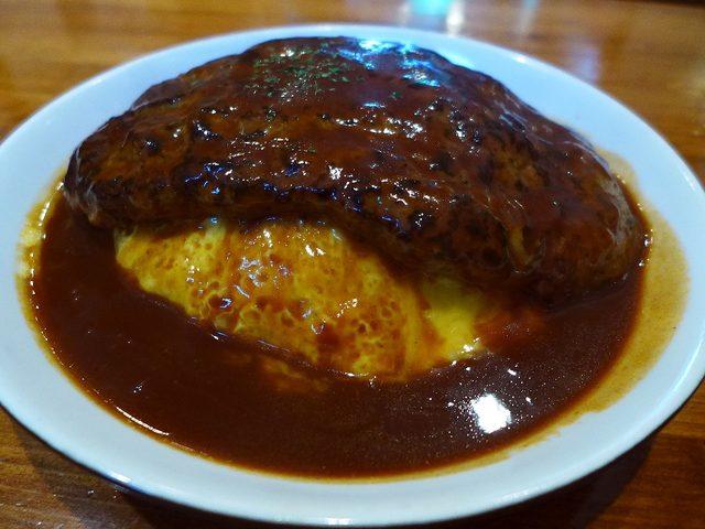 画像1: 本日のランチは中央区平野町にある洋食屋さん「Kitchen Bar OWL (キッチンバー アウル)」に行きました。ハンバーグが超巨大なことで有名なこちらのお店、その巨大ハンバーグが乗った名物のオムライスを食べに行ってき... emunoranchi.com