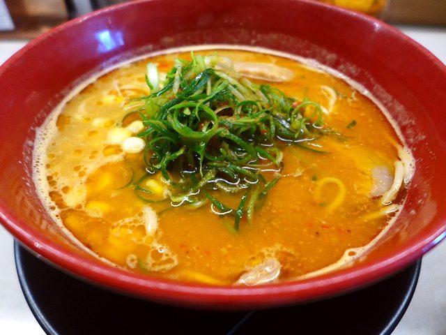 画像1: 本日のランチは北区大淀南にあるラーメン屋さん「みつか坊主 醸」に行きました。豊中に本店がある味噌ラーメンの専門店です。味噌のブレンドの違いによる6種類の味噌ラーメンと、1種類のつけ麺が用意されています。「焦がし味噌らーめ... emunoranchi.com