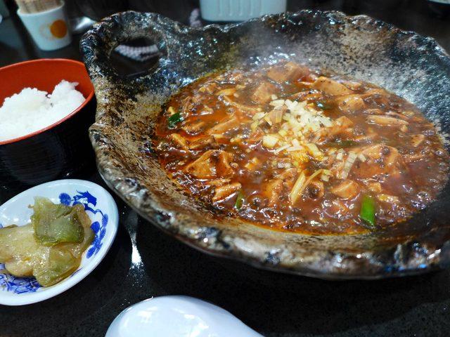 画像1: 本日のランチは新大阪駅近くにある中華料理屋さん「ファンファン」に行きました。イーグルボウルというボウリング場の入っているビルの3階にあるお店で、様々な方から「麻婆豆腐がめちゃくちゃ美味しいので是非行ってみてください!」と... emunoranchi.com