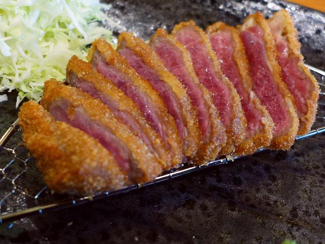 画像1: 本日のランチは浪速区日本橋にある牛カツの専門店「牛カツのタケル 日本橋店」に行きました。2016年3月5日(土)オープン予定のお店のプレオープンに行ってきました!メニューは基本的には「牛カツ定食」のみですが、1日5食限定... emunoranchi.com