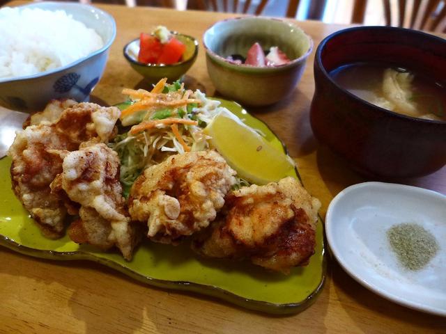 画像1: 本日のランチは神戸市東灘区にある喫茶店「喫茶カリーナ」に行きました。福岡県産の美味しい農林水産物が食べられる「めっちゃうま11(いい)店 ふくおか満福ラリー」の参加店です! から揚げが美味しいことで有名な老舗喫... emunoranchi.com