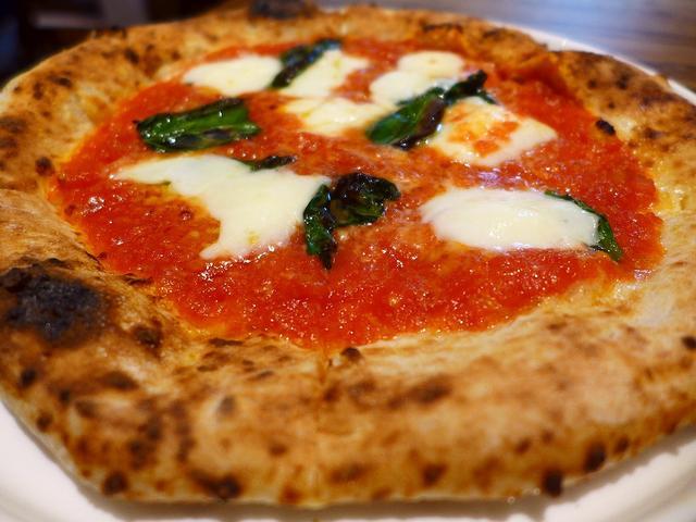画像1: 本日のランチは梅田にあるピザとパスタと串揚げのお店「PIZZERIA & 串BAL くま食堂」に行きました。以前この場所にあったタリアン&カフェ「ピッツェリア&カフェ ドムス オルソ」と串揚げバル「串BA... emunoranchi.com
