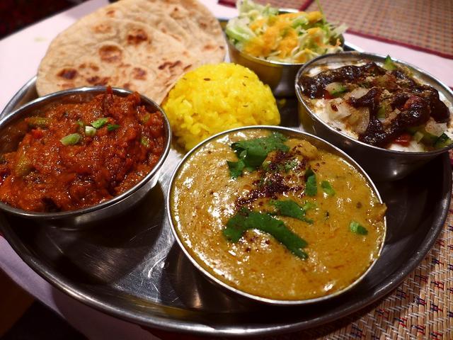 画像1: 本日のランチは淀川区西中島にあるインド料理のお店「カジャナ」に行きました。西インドの家庭料理がいただけるお店で、特にお肉を一切使わないベジタリアン向けの料理が充実していることでも有名なお店です。こちらのお店は、3月19日... emunoranchi.com
