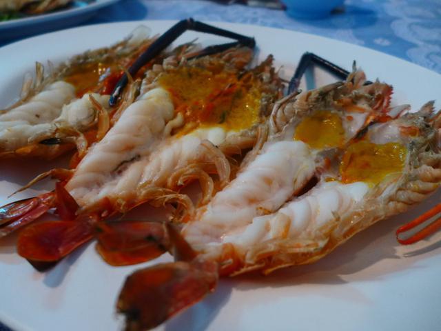 画像1: 本日のランチはタイのアユタヤにあるレストラン「カーンキティレストラン」に行きました。初めてのタイ旅行2日目はアユタヤで遺跡巡りをして、ムエタイフェスティバルに参加する予定で、その途中で立ち寄ったレストランです!&nbsp... emunoranchi.com
