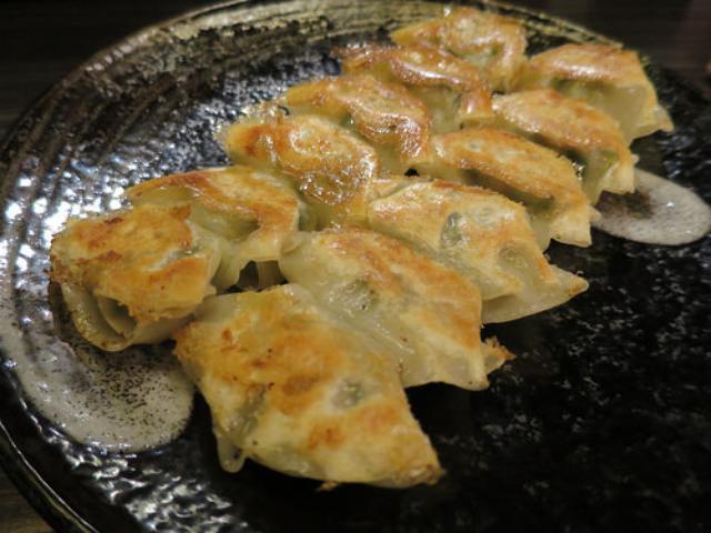 画像: 【大阪】北新地「蜆楽紅鯨」の味噌ダレひとくち餃子