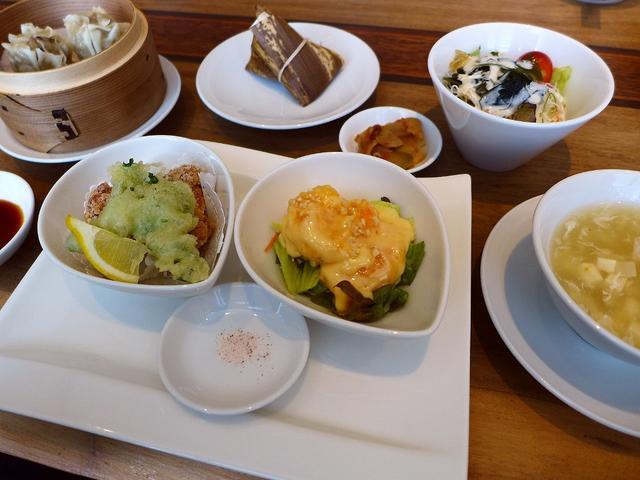 画像1: 本日のランチは心斎橋にある中華料理のお店「愛蓮 心斎橋店」に行きました。食べ歩き仲間のYちゃんに「Mさん、心斎橋に超隠れ家の超お値打ちの中華のお店があるのですが行きませんか?」とお誘いいただき、一緒に行ってきました!行っ... emunoranchi.com