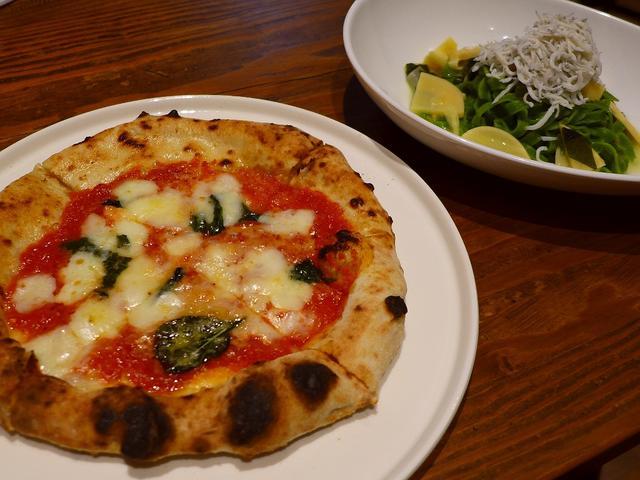 画像1: 本日のランチは梅田にあるピザとパスタと串揚げのお店「PIZZERIA & 串BAL くま食堂」に行きました。先日リニューアルオープンしたばかりのお店で、とてもお得なランチメニューが登場したので早速再訪しました(^... emunoranchi.com