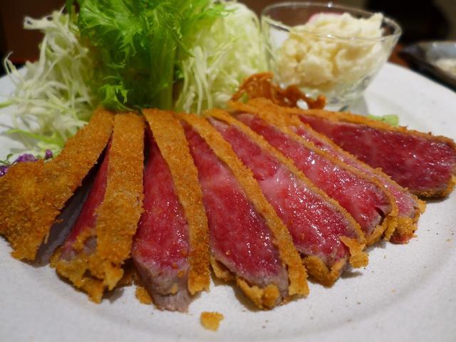 画像1: 本日のランチは上本町にある牛カツのお店「牛かつ 勝昌。」に行きました。巷で大流行の「牛カツ」ですが、こちらのお店は何と何と「近江牛」を使った牛カツが食べられるお店です!焼肉やステーキとしていただく高級ブランド牛の牛カツが... emunoranchi.com