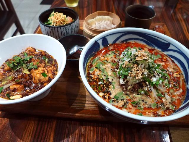 画像1: 本日のランチは心斎橋にある中華料理屋さん「中華旬彩 サワダ」に行きました。世界的に有名な香港の名中華料理店「福臨門酒家」を始めとして、 数々の名店で修業をされたサワダシェフが、その本格中華を総合的にアレンジした料理がいた... emunoranchi.com