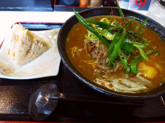 画像1: 本日のランチは堺市にあるうどん屋さん「麺くい やまちゃん」に行きました。油かすを使ったうどんが抜群に美味しい私の大好きなこちらのお店、本日めでたく10周年を迎えられました!今日一日、すべてのうどんが500円(税込)ポッキ... emunoranchi.com