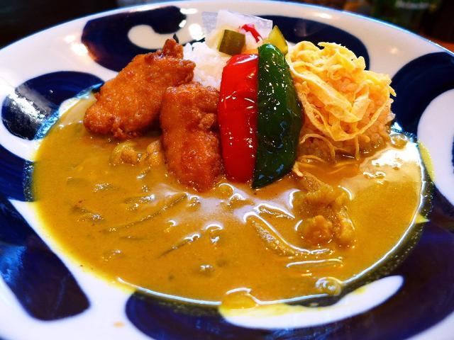画像1: 本日のランチは西成区南津守にあるインドネシアカレーとインドネシア焼きそばの専門店「ハマるカレー☆やみつき麺 るまやん」に行きました。この店名を聞いて、覚えておられる方もいらっしゃると思いますが、以前は姫島、心斎橋で営業を... emunoranchi.com