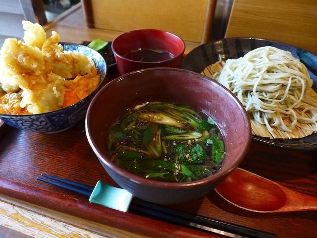 画像1: 本日のランチは兵庫県川西市にあるお蕎麦屋さん「手打ちそば 蕎花」に行きました。こちら方面へちょっとドライブに行きがてら、以前から気になっていたこちらのお店に寄ってみました!「鴨汁そば」(1150円)、「地鶏の天丼(小)」... emunoranchi.com