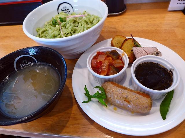 画像1: 本日のランチは北区中崎西にあるラーメン屋さん「麺創 麺魂 中崎西店」に行きました。大阪の麺料理のスタンプラリー「大阪好っきゃ麺」の過去参加店3店舗による同窓会コラボが、本日1日限りで開催されました!東淀川区のカフェ「f-... emunoranchi.com
