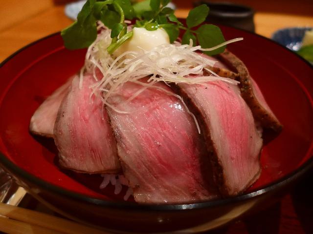 画像1: 本日のランチは北新地にある割烹「日本料理 湯木 永楽町」に行きました。吉兆の伝統の味をそのまま伝える「日本料理 湯木 本店」、「日本料理 湯木 新店」に続くグループ3店舗目が本日オープンしたので、早速ランチに行ってきまし... emunoranchi.com