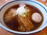画像1: 本日のランチは豊中市にあるラーメン屋さん「中華そば 堀川」に行きました。とても美味しい中華そばが食べられるという評判を聞いて、ずっとずっと行ってみたかったお店に初めて行ってきました!「醤油そば」(750円)、「味付けたま... emunoranchi.com