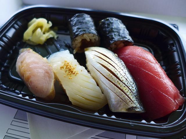 画像1: 本日のランチは、泉南市の岡田浦漁港で開催された「大阪酒飯会主催!地曳網の会」に行きました!岡田浦漁港で地引網体験をした後、大阪のそうそうたるお店の方々が、お店自慢の料理をご提供くださるという、2年に1度しかない夢のような... emunoranchi.com