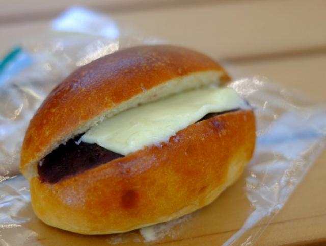 画像: 「北海道・札幌 boulangerie coron(コロン)のあんバターパンと山中牛乳」