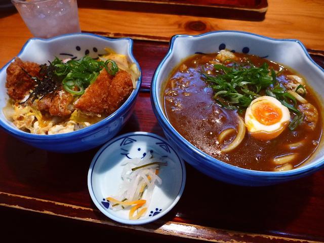 画像1: 本日のランチは箕面市にあるうどん屋さん「のらや」に行きました。堺の鳳が発祥で近畿のみならず東京にもその勢力を広げている、私の大好きなうどん屋さんにとても久しぶりに行ってきました!「かつ丼セット」(1180円)、「カレーう... emunoranchi.com