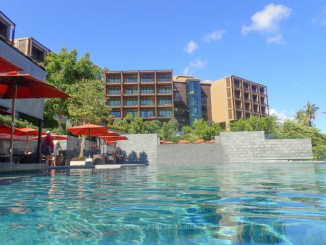 画像: SUNSURI (プーケット)楽園のプールへ