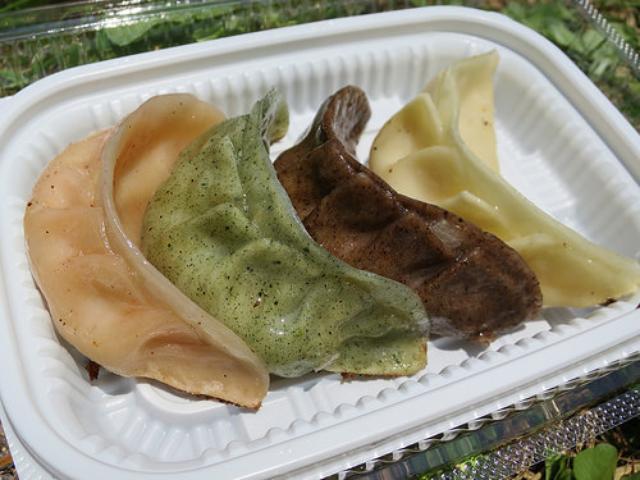画像: ご当地餃子の祭典「全国餃子祭り in うつのみや」レポート(7):宇都宮餃子「桃泉楼」の4色モチモチ皮の焼き餃子