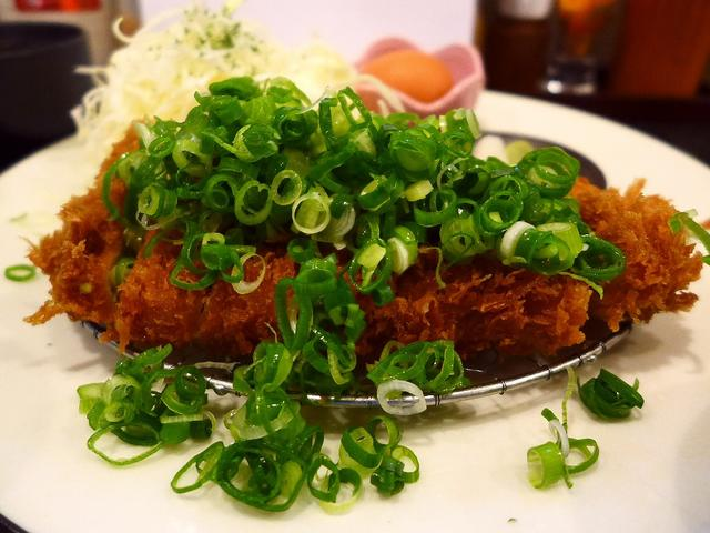 画像1: 本日のランチは上本町のハイハイタウン内にあるとんかつ屋さん「とんかつこおち 上本町店」に行きました。お肉はもちろん、パン粉や揚油やタレにいたるまで、全てにおいてこだわっておられる人気のとんかつ屋さんに初めて行ってきました... emunoranchi.com