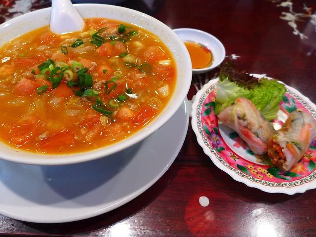 画像1: 本日のランチは神戸元町にあるベトナム料理のお店「ハーランソン」に行きました。ベトナムの郷土料理である「フォー」が食べたくて、こちらのお店に行ってきました!「スペシャルランチ」(1050円)4種類のフォーの中から1つ、6種... emunoranchi.com