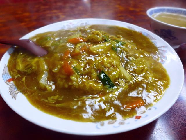 画像1: 本日のランチは東三国にある中華料理屋さん「若水」に行きました。超巨大な鶏のから揚げがとても美味しいことで有名なお店で、さらに、密かに「中華風カツ丼」が絶品の私の大好きなお店です!カツ丼を食べるか、唐揚げを食べるか、とても... emunoranchi.com