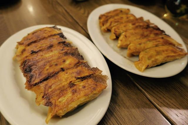 画像: 【茅場町】東京ぎょうザ「IZUバル」のトマトリゾット餃子
