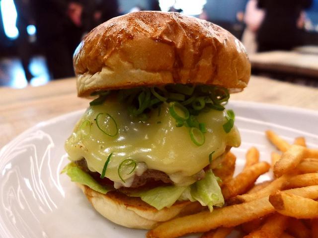画像1: 本日のランチは京都市中京区にあるハンバーガーやドーナツが楽しめるアメリカンダイナー「MOTION DINER KYOTO(モーションダイナー京都)」に行きました。新京極にある映画館「MOVIX京都」の南館の2階に、本日オ... emunoranchi.com