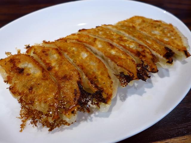 画像1: 本日のランチは千日前にある中華料理のお店「珉珉 南千日前本店」に行きました。言わずと知れた関西を中心に全国に大チェーン展開されている餃子の眠眠の総本店です!と言っても、眠眠の直営は関西で10店舗、関東で9店舗のみで、それ... emunoranchi.com