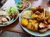 画像1: 本日のランチは梅田のハービスENTにあるタイ料理のお店「コサムイ バイ チェディルアン」に行きました。本格タイ料理がランチタイムはビュッフェ形式で食べ放題の大人気のお店で、このビルの5階にある「チェディルアン ハービスE... emunoranchi.com