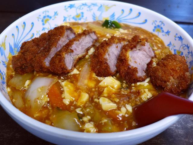 画像1: 本日のランチは西宮市にある中華料理屋さん「ハングリーウィッチ」に行きました。中華料理屋さんで食べられる「中華風カツ丼」に凝っていて、こちらのお店でも美味しい中華中カツ丼が食べられると教えていただきました。ちょっと調べてみ... emunoranchi.com