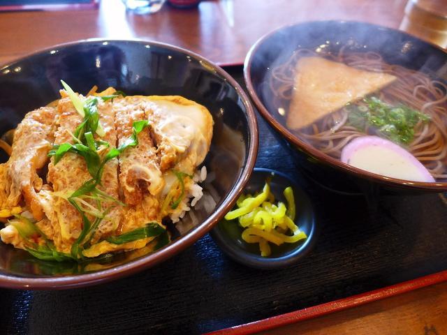 画像1: 本日のランチは兵庫県伊丹市にあるお蕎麦屋さん「そば処 いながわ」に行きました。今日は仕事でこちら方面に行ったのですが、お昼を大幅に過ぎて危うくランチ難民になりそうになったのですが、通し営業のこちらのお店を見つけて飛び込み... emunoranchi.com