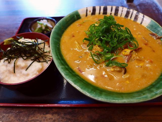 画像1: 本日のランチは大東市にあるうどん屋さん「瀬戸内製麺710」に行きました。2年前に食べたこちらのお店の冷たいカレーうどんがどうしても食べたくなって、久しぶりに行ってきました(^^「ひやひやカレーうどんランチ」(980円)ラ... emunoranchi.com