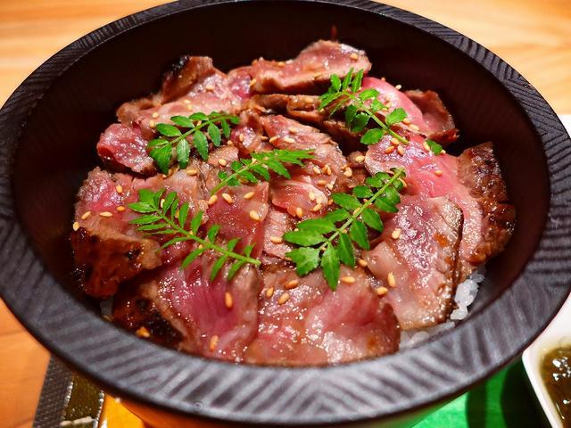 画像1: 本日のランチは北新地にある高級肉懐石料理のお店「Salon du Kuma3」に行きました。島之内にある秘密の隠れ家の高級肉料理のお店「くま3」の姉妹店が北新地にオープンしたので、夜も気になりつつ、まずはラン... emunoranchi.com