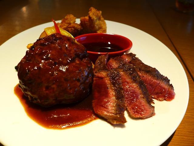 画像1: 本日のランチはなんばCITY南館2階にあるステーキハウス「ロマン亭 VILLA なんばCITY店」に行きました。お肉屋さん直営の厳選されたお肉の熟成肉を使った様々なお肉料理がいただけるお店です。先日夜に初めて行ってとても... emunoranchi.com
