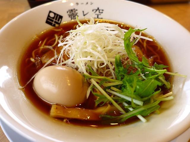 画像1: 本日のランチは京都市中京区にあるラーメン屋さん「ラーメン ハレソラ」に行きました。同じ会社のAさんが、「Mさん、京都にものすご~く美味しいラーメン屋さんがオープンしたので一緒に行きませんか?」とお誘いをいただき、京都に仕... emunoranchi.com