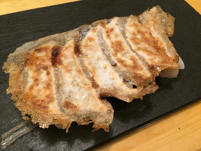 画像: 【虎ノ門】北新地からやってきた「スタンドシャン食」でシャンパン&餃子