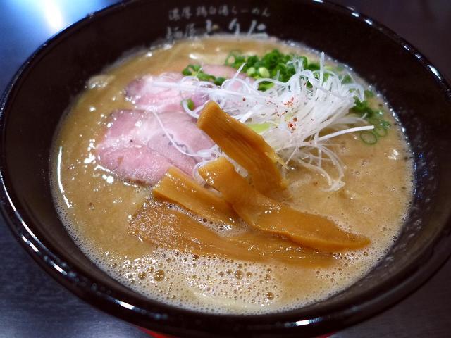 画像1: 本日のランチは守口市にあるラーメン屋さん「麺屋 とり仁」に行きました。先月オープンしたばかりのお店で、濃厚な鶏白湯がとても美味しいと聞いて早速行ってきました!ラーメンは鶏白湯のみで、濃さによって「濃厚」、「極濃厚」、「究... emunoranchi.com