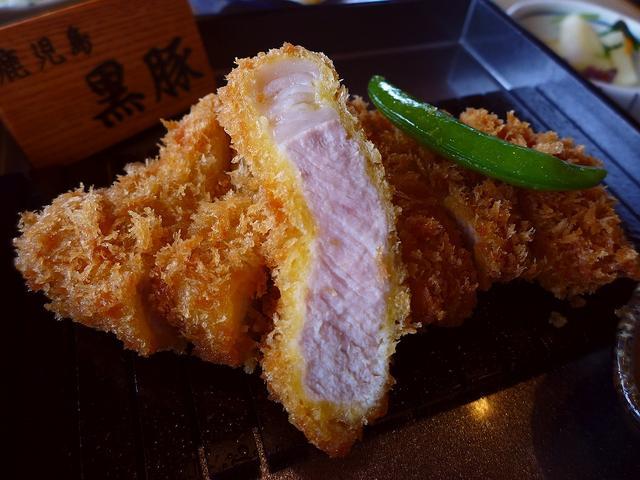 画像1: 本日のランチは梅田の阪急グランドビル28階にあるとんかつ専門店「とんかつKYK 阪急32番街店」に行きました。とんかつの専門店としてあまりにも有名なお店で、こちらのお店で「膳(定食)」を注文するともれなくビュッフェが付く... emunoranchi.com