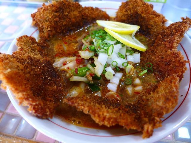 画像1: 本日のランチは神戸市灘区にあるラーメン屋さん「三木ジェット」に行きました。少し前にインスタグラムでこの画像を見て、一瞬で釘付けになってしまい、どうしても食べたくて行ってきました(^^こちらのお店では「ジェット」というピリ... emunoranchi.com