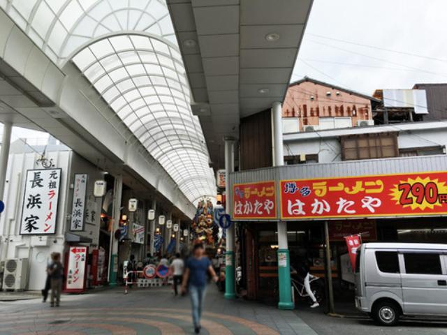 画像: 【福岡】博多の商店街でシメラーメン♪@博多長浜らーめん 風び 中洲川端店