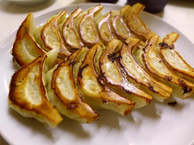 画像1: 本日のランチは神戸の美味しい餃子めぐりに行きました!いつもお世話になっているAさんに、「神戸の美味しい餃子4店舗ご案内します!」と連れて行っていただいたのですが、お腹が限界になり結局3店舗しか行きませんでしたが、とても美... emunoranchi.com